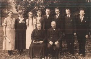 Heinrich Echtermeyer (sitzend) im Kreis seiner Familie